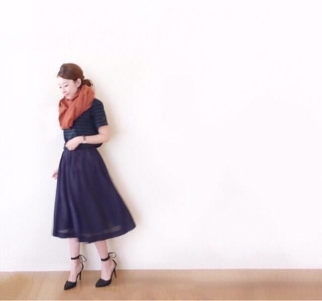 大人レディは紺のスカートを賢く使おう!春夏レディースコーデ特集のサムネイル画像