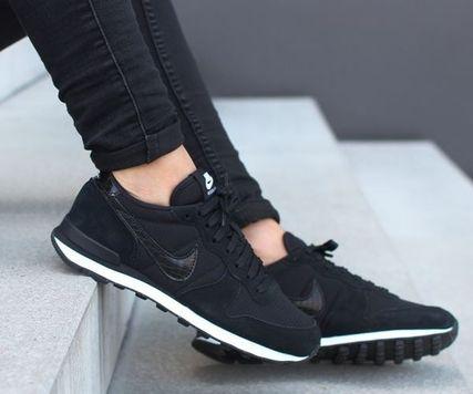 どんなコーデもぴったり!人気のレディースの黒の靴をご紹介!のサムネイル画像