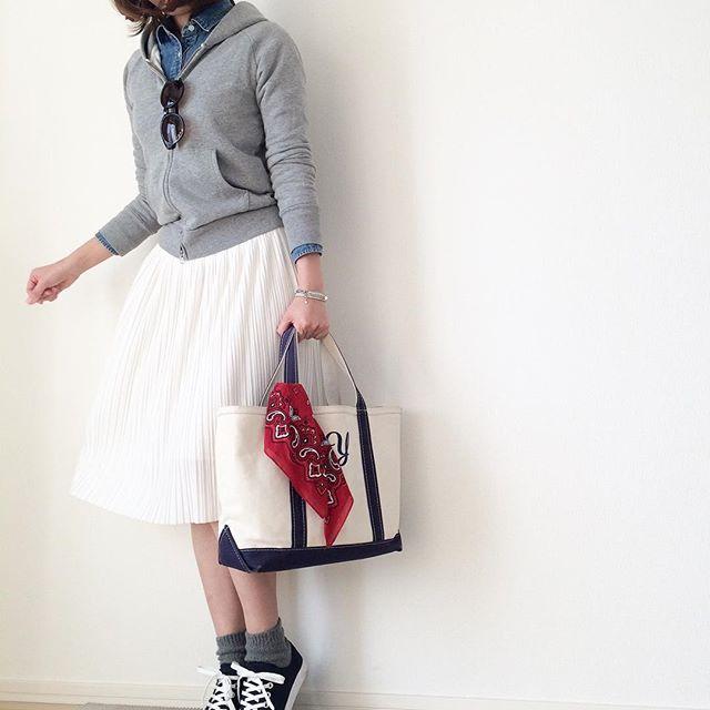 様々な着こなしが楽しめる!白のプリーツスカートのコーデを大公開!のサムネイル画像