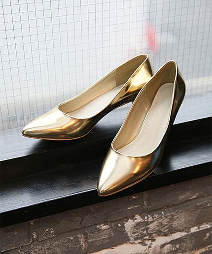 レディースにぴったり♡おしゃれな靴を履いたファッションをご紹介♡のサムネイル画像