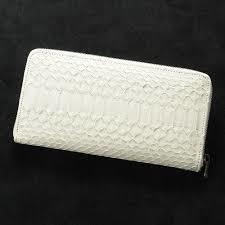 蛇革のおしゃれな財布は大人のファッションアイテムにおすすめ!のサムネイル画像
