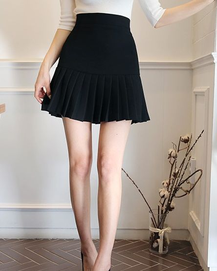 ミニ丈のスカートが絶対可愛い♡女の子らしい雰囲気が魅力的♡のサムネイル画像