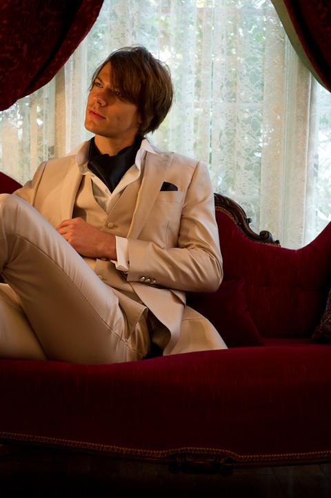 一生で一度の結婚式♡新郎に着て欲しいタキシードランキング☆のサムネイル画像