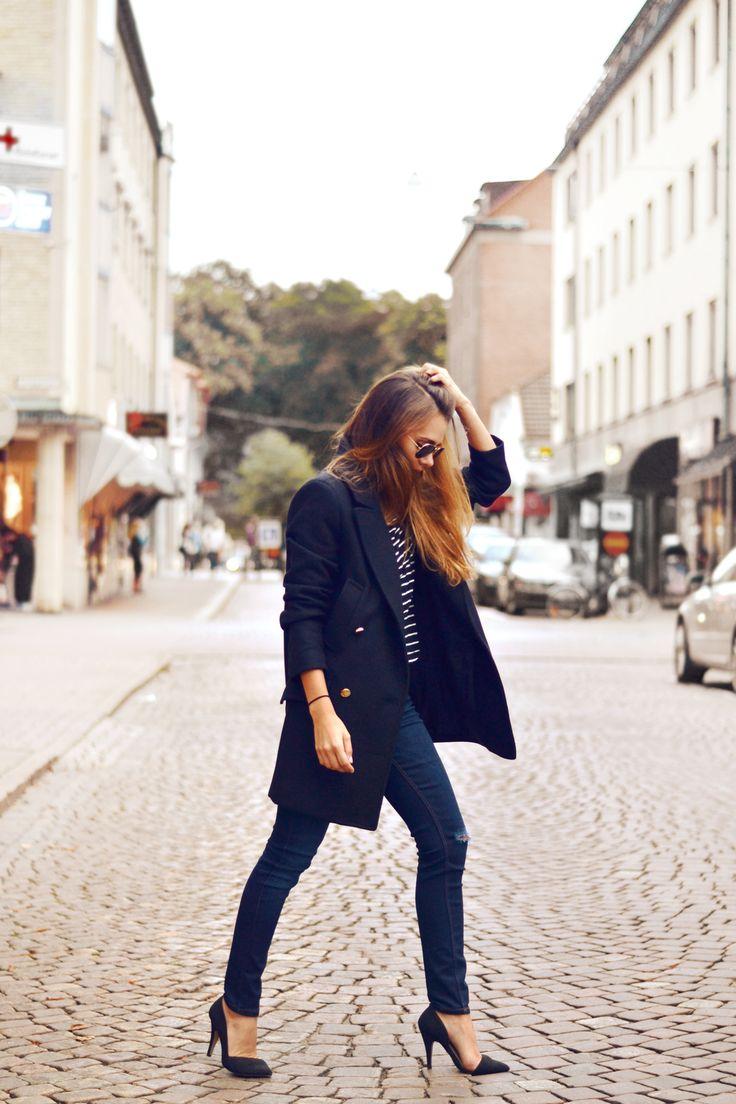 レディースのネイビーのジャケットが大人女子になるコーデ♡のサムネイル画像