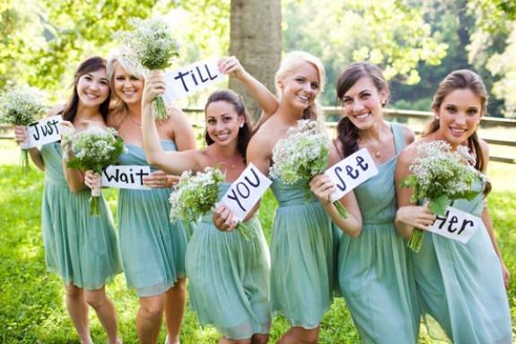 何着ていけばいいの!?結婚式の二次会に誘われた時の服装いろいろのサムネイル画像