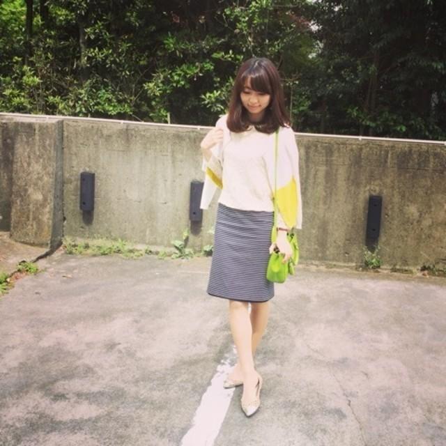 女っぽさはシルエットで作る♡ スリットタイトスカートのコーデ特集のサムネイル画像