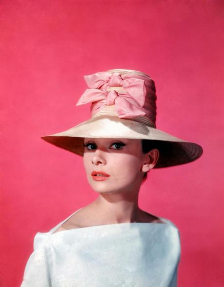 【クラシックファッションのお手本】オードリーヘップバーンスタイルのサムネイル画像