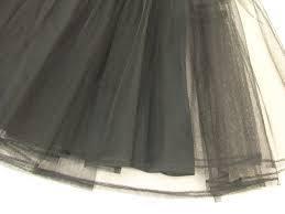 パニエの黒を使って衣装をより可愛く、シルエットを美しくチェンジ!のサムネイル画像
