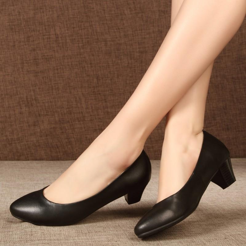 フォーマルの靴はこれで決まり!レディースのおしゃれな靴をご紹介♡のサムネイル画像