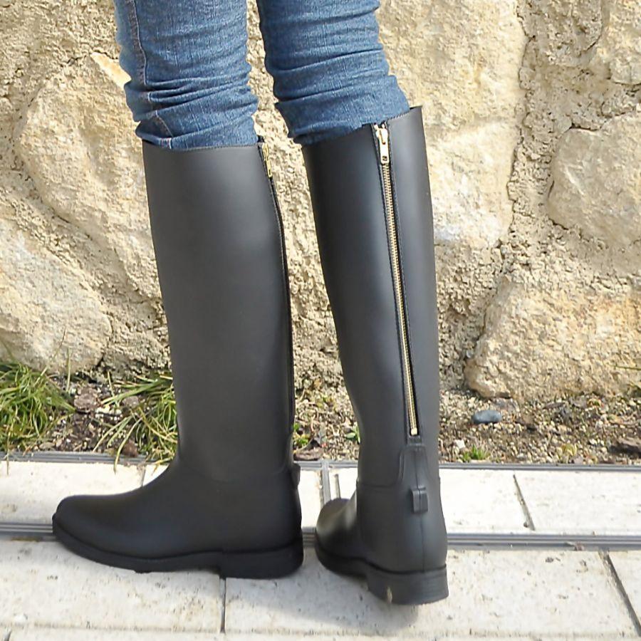 レディースに人気のブランドのおしゃれなブーツを履いてみよう♡のサムネイル画像