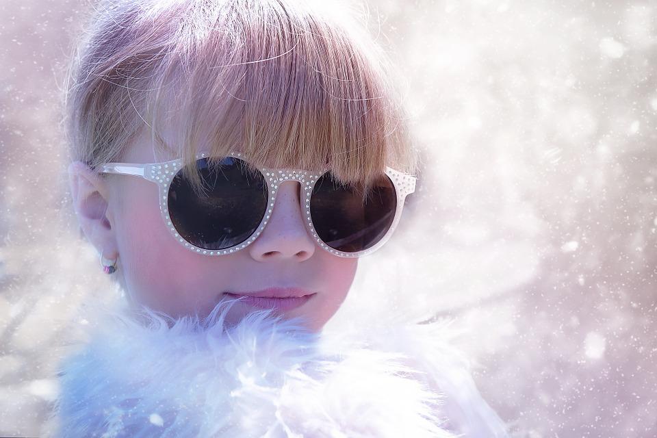 じわじわキテル!『メガネ女子』似合う髪型を見つけてオシャレに変身のサムネイル画像