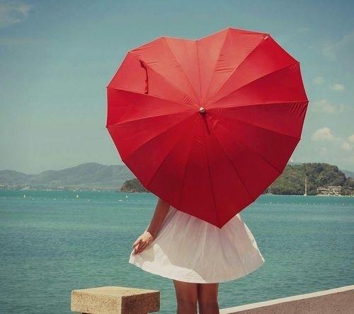 梅雨に負けない!人気レディースブランドの折り畳み傘をご紹介!!のサムネイル画像
