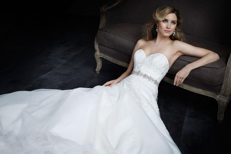 一生に一度の結婚式!どのタイプのウエディングドレスを着る?のサムネイル画像