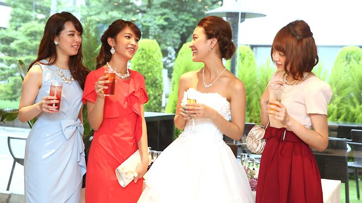 二次会のドレスはどうしてる?女子のお呼ばれにはどんな服装が良い?のサムネイル画像