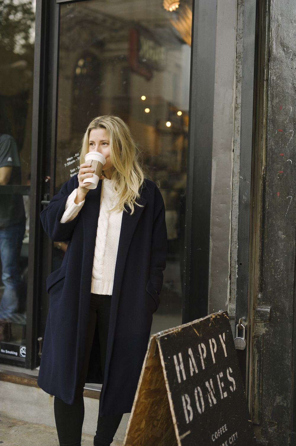 【レディースネイビーコート】ネイビーカラーのコートでお出かけ♡のサムネイル画像