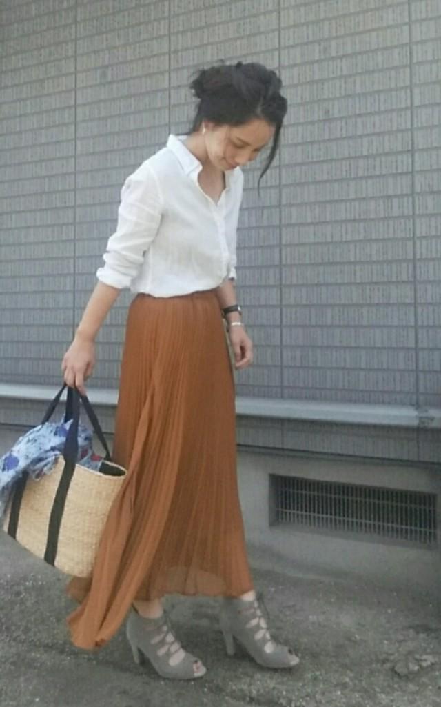 茶色のスカートを使ったコーデをご紹介!大人っぽい印象になるのサムネイル画像