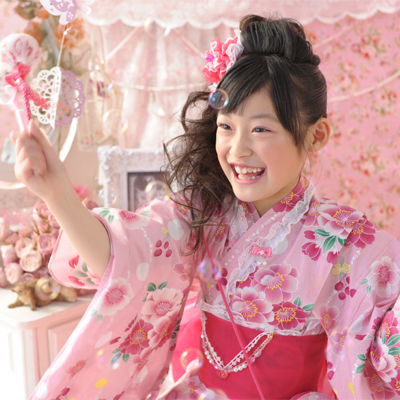 女の子に着せたい‼カワイイ子供浴衣!浴衣ドレスや髪飾りまでのサムネイル画像