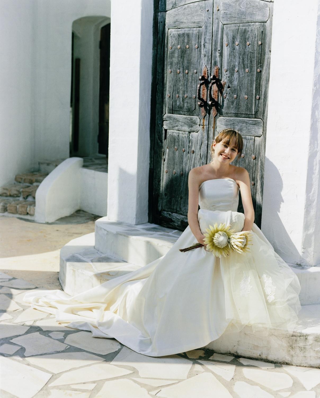 〈体型・タイプ別〉結婚式で人気のウェディングドレス教えます!のサムネイル画像