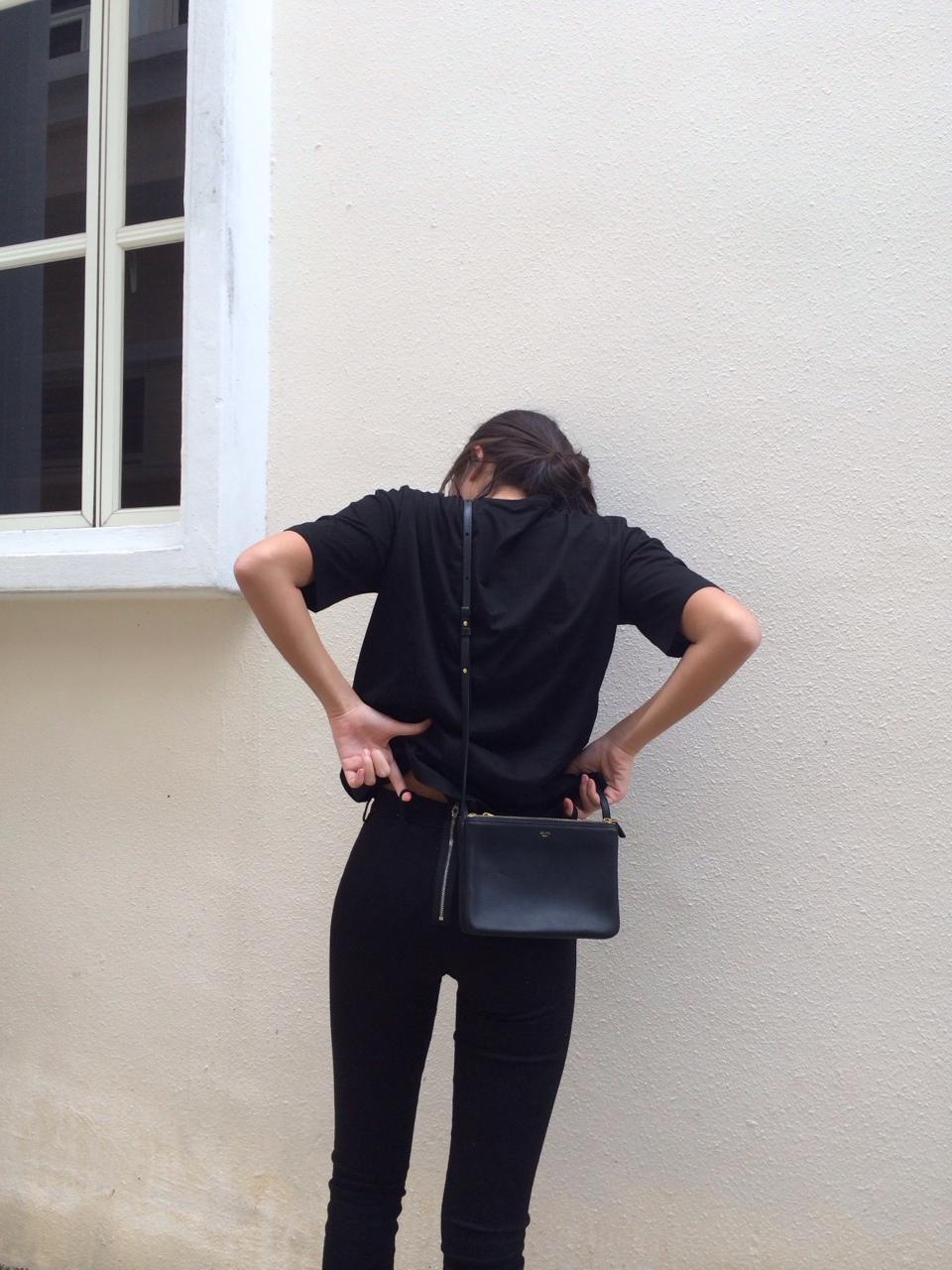 【黒ティーシャツコーデ】黒のTシャツでクールなスタイルっ♡のサムネイル画像