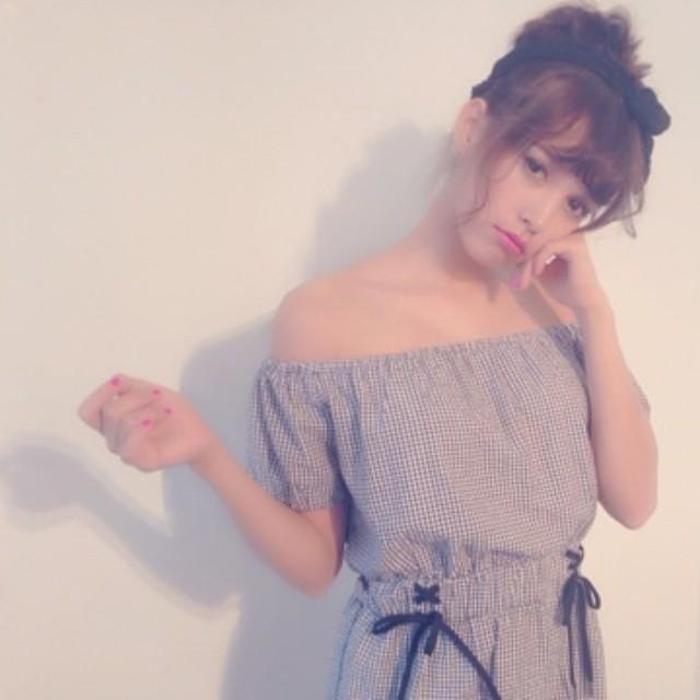 オフショルダーで女子力アップ♡コーデが女の子らしくなる♡のサムネイル画像