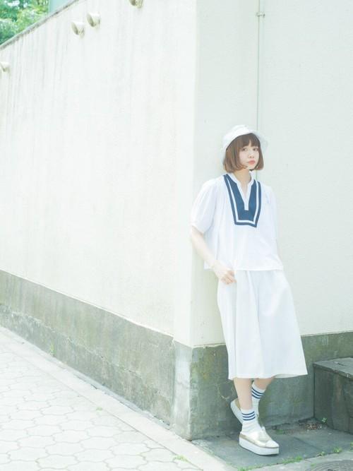 白×白のコーデはボトムでも印象が変わる。おしゃれなファッション♡のサムネイル画像