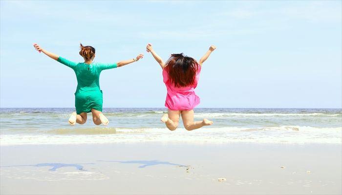 夏にぴったり!タイトスカートで大人の女性らしいコーデに!のサムネイル画像
