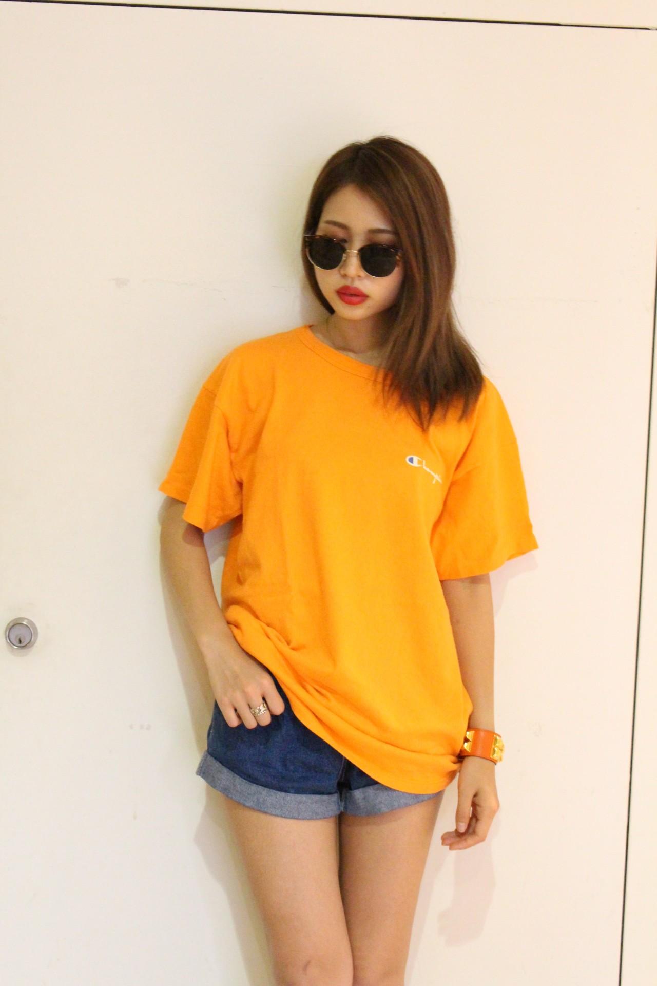 これからの季節にピッタリ☆元気なイメージのオレンジTシャツのサムネイル画像