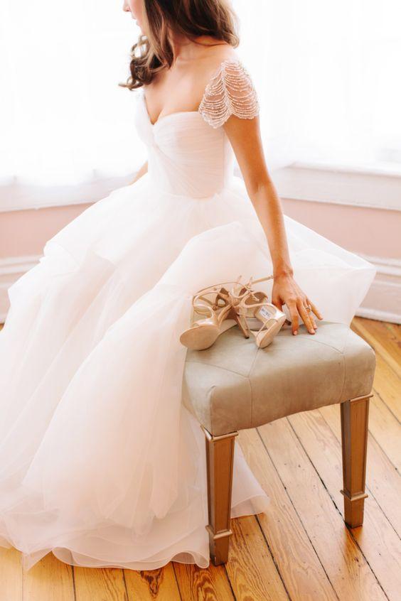 一度きりの輝く特別な思い出の日に履きたい☆ウエディングドレスの靴のサムネイル画像