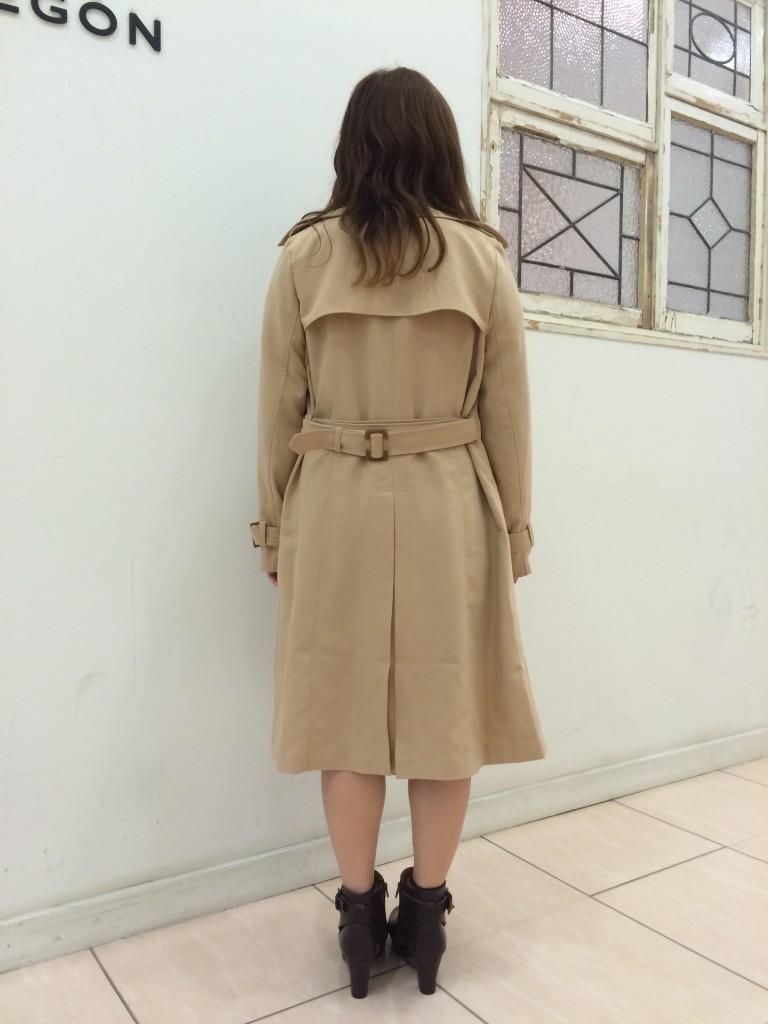 後ろ姿がキレイに見えるトレンチコートのベルトの結び方を学ぼう♡のサムネイル画像