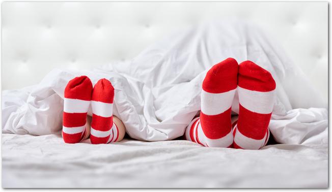冷え性さんは迷ってしまう!寝る時の靴下はOKなのNGなの!どっち!?のサムネイル画像