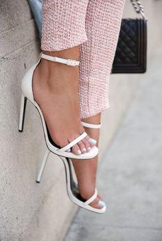 おしゃれは足元から。靴でもブーツでも完璧コーデ仕上げましょ。のサムネイル画像
