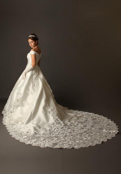 ドレス姿をより綺麗に!ブライダルインナーはどこで買えるの?のサムネイル画像