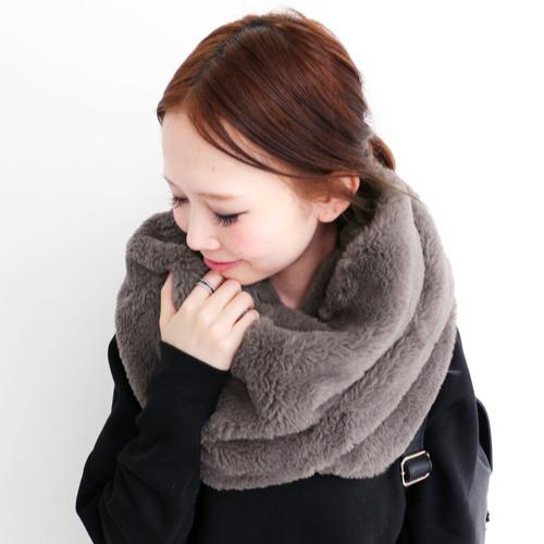 秋冬に大活躍♡ファーのスヌードは暖かく、そしてオシャレ♡のサムネイル画像