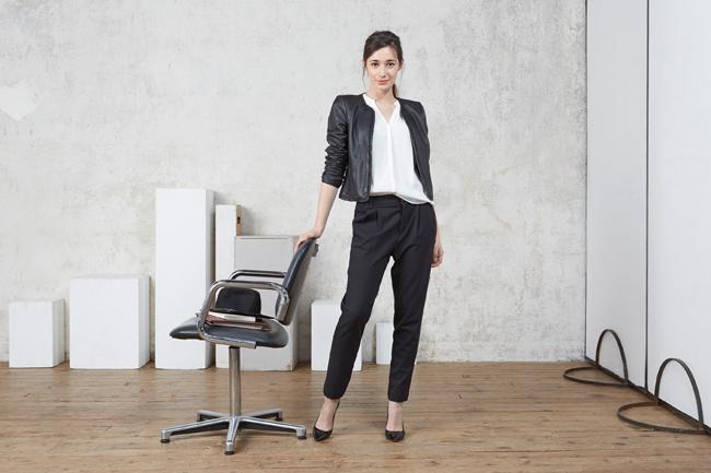 何かと着用の多いスーツ★女性らしいスーツの着こなしとは?のサムネイル画像