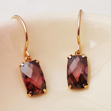 宝石のガーネットが美しい♡ピアスで耳元を輝かせましょう♡のサムネイル画像