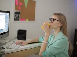 スーツコーデとビジネスバッグを合わせたオフィスカジュアルを特集のサムネイル画像