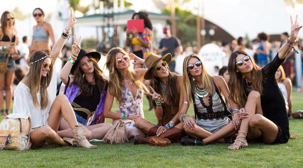 夏フェスにおすすめの服装は?音楽とおしゃれを目一杯楽しもう!のサムネイル画像