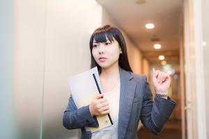 働く女性におすすめのおしゃれなビジネス用レディーススーツ♪のサムネイル画像