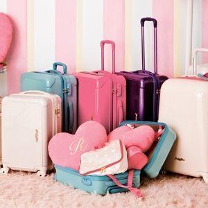 ピンクのキャリーバッグがかわいい~訳♪ファッションとコーデする♪のサムネイル画像