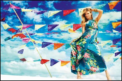 リゾートへ行くなら、大人女子のハワイアンコーデを大調査!のサムネイル画像