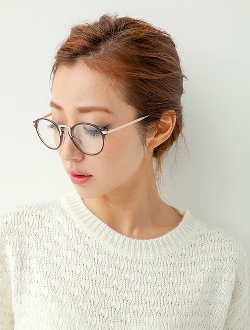 人気のブランドは?レディース のおしゃれな伊達メガネ集♪♪のサムネイル画像
