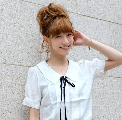 色々なシーンで使える白の長袖のブラウス☆人気のデザインは?のサムネイル画像