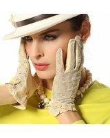 白い手袋はおしゃれにもブライダルにもお仕事にも大活躍のアイテム!のサムネイル画像