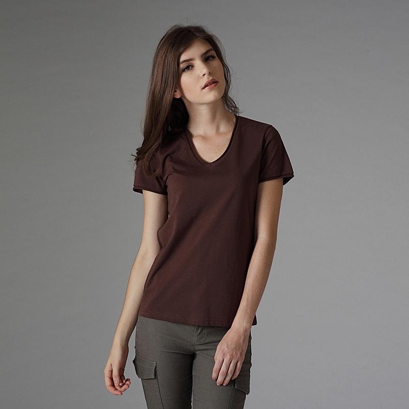 レディースのVネックのTシャツの人気デザイン&おしゃれコーデ☆のサムネイル画像