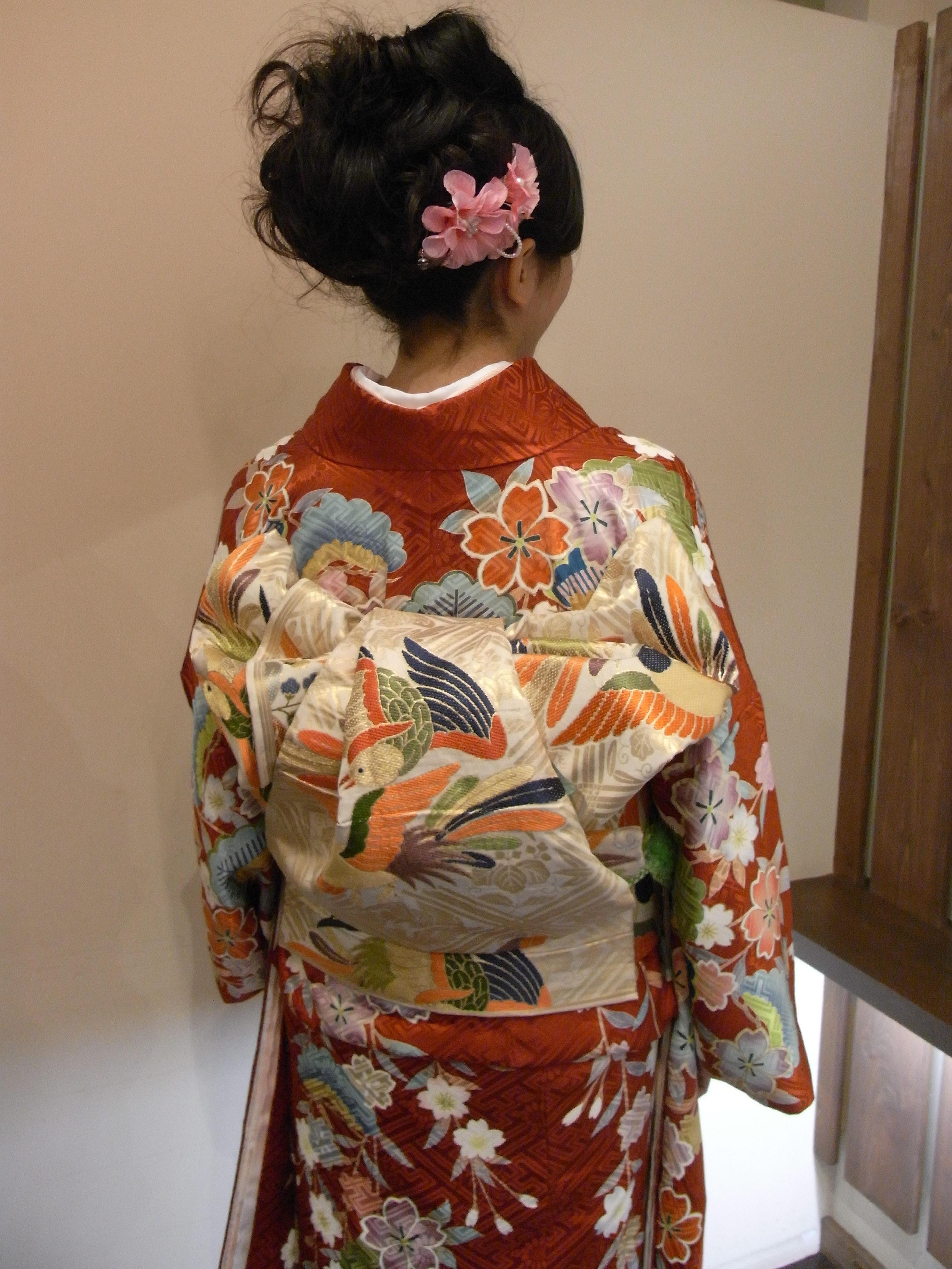 帯の種類いろいろ。正装用の丸帯や袋帯から、カジュアルに半幅帯などのサムネイル画像