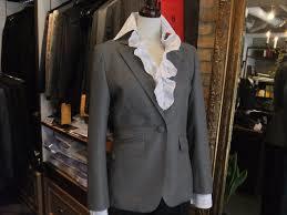 グレーのスーツは着まわし抜群のレディースファッションアイテム!のサムネイル画像