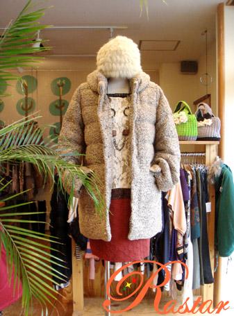 温かさ抜群!レディース用ダウンロングコートで寒い冬も快適♪のサムネイル画像