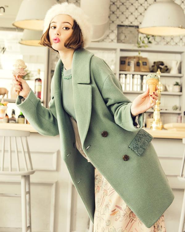 チェスターコートはスーツの上にピッタリの魅力的なアイテム!のサムネイル画像
