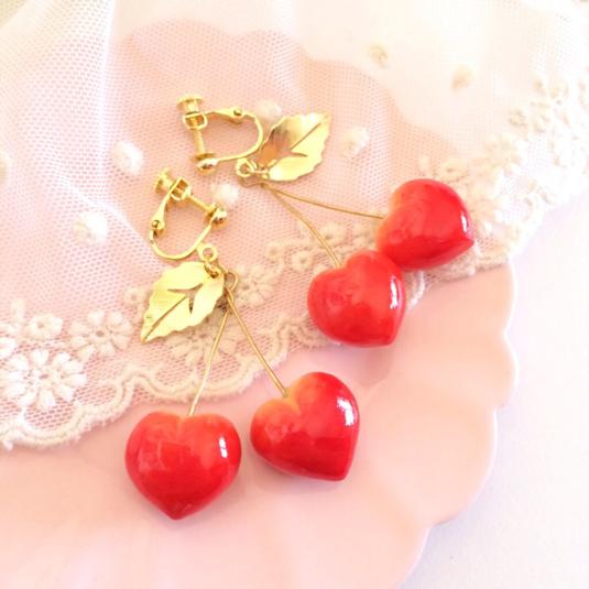 ハートに願いを込めて♡ハート型のイヤリングでいつもより可愛い私にのサムネイル画像