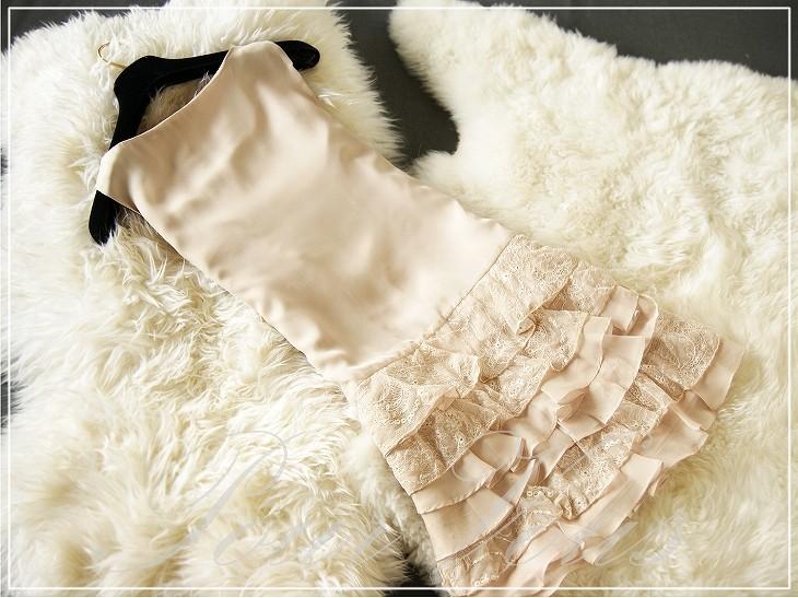 結婚式のお呼ばれやパーティにおすすめ!上品なベージュのドレスのサムネイル画像